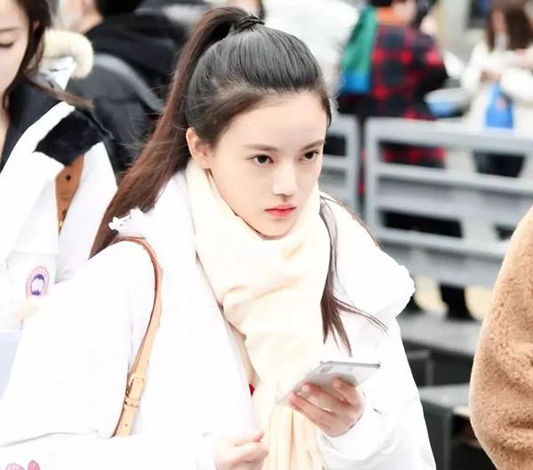 Thành viên SNH48 Tôn Trân Ni đi thi vào Học viện Hý kịch Thượng Hải. Nữ  idol sinh năm 2000 có vẻ đẹp trong sáng, debut khi mới 16 tuổi.
