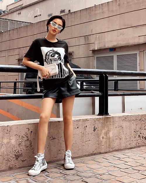 Khánh Linh The Face chán kiêu sa, đổi gió với phong cách năng động tuy nhiên vẫn trung thành với đồ hiệu.