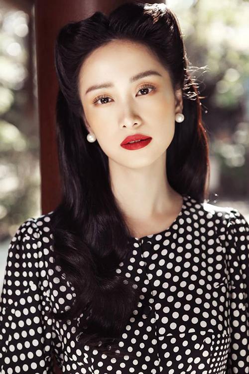 Jun Vũ hóa quý cô xưa với vẻ đẹp cổ điển mong manh.