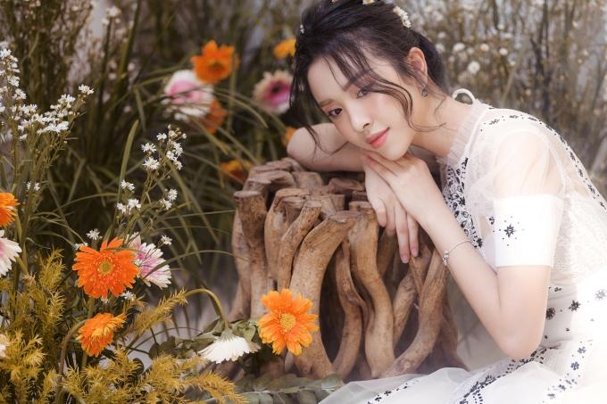<p> Trước đó, Thúy An được đề cử đại diện Việt Nam chinh chiến cuộc thi Miss International 2018 sau đăng quang. Tuy nhiên, cô gặp vấn đề sức khỏe nên đơn vị nắm bản quyền chọn Người đẹp nhân ái - Top 5 Hoa hậu Việt Nam 2018 Nguyễn Thúc Thùy Tiên thay thế.</p>