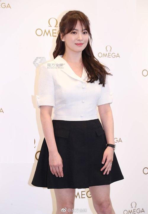 Đẳng cấp chọn đồ sự kiện không cần hở vẫn hút mắt nhìn của Song Hye Kyo - 9