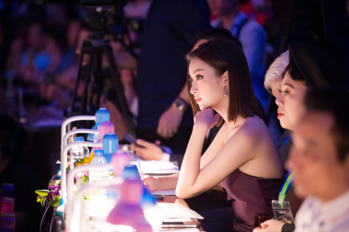 """<p> 2019, Đỗ Mỹ Linh cho biết sẽ lấn sân nhiều ở lĩnh vực MC. Cô đang làm BTV - MC cho """"Bản tin tiêu dùng 24h"""" trên VTV1.</p>"""