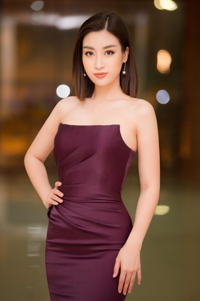 <p> Xuất hiện trong vai trò giám khảo của cuộc thi Người đẹp Kinh Bắc mới đây, Đỗ Linh gây chú ý với vẻ ngoài xinh đẹp.</p>