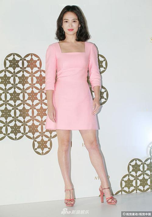 Đẳng cấp chọn đồ sự kiện không cần hở vẫn hút mắt nhìn của Song Hye Kyo - 6