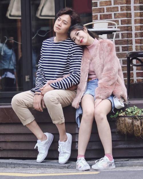 Khổng Tú Quỳnh không cho ra mắt các sản phẩm âm nhạc. Cô dành nhiều thời gian để vun vén tình cảm với Ngô Kiến Huy. Cặp đôi không ít lần cùng nhau đi du lịch trong và ngoài nước. Năm 2017, cả hai dính tin đồn mua nhà, lên lịch làm lễ kết hôn.