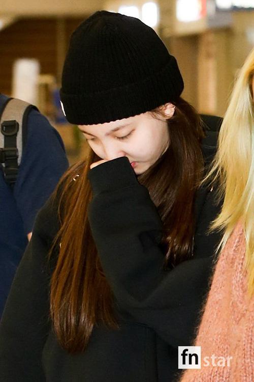 Ji Soo nổi trội nhờ vẻ trong sáng, Sana giấu dáng với quần ống rộng - 6