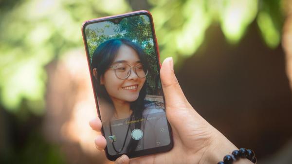 Với AI, bạn có thể selfie nguyên ngày mà không phải chạm vào màn hình bất cứ lần nào.