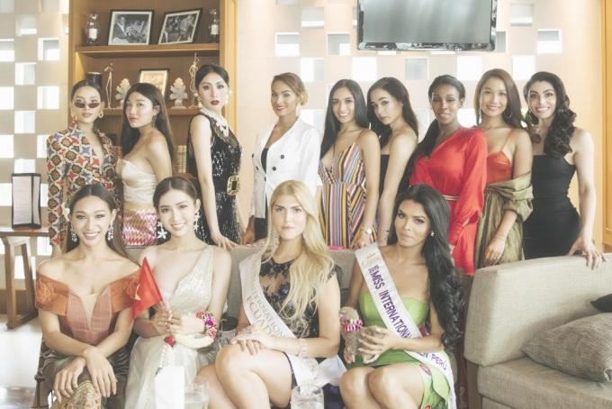 <p> Giữa các thí sinh đã có mặt tại Thái Lan, Nhật Hạ đẹp nổi bật bởi sự nhẹ nhàng và thần thái.</p>