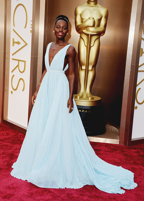 Chỉ ít phút sau khi xuất hiện trên thảm đỏ Oscar 2014,Lupita Nyongo