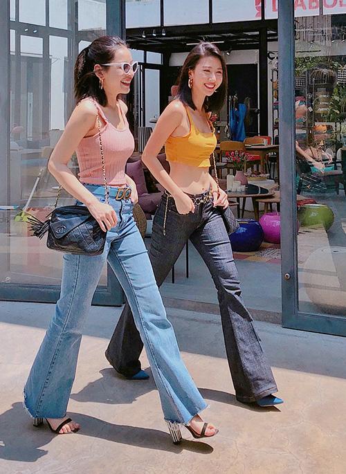 Bên cạnh các chiêu chụp hình, khó phủ nhận tác dụng của kiểu quần ống loe trong việc hack chân cho Chi Pu. Đây cũng là lý do thời gian gần đây, cô nàng rất tích cực diện jeans dáng cổ điển này.