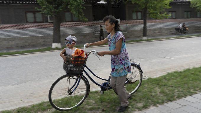 <p> Ngoài các điểm thăm chính thức, trên hành trình, Tariq Zaidi chụp được rất nhiều ảnh về cuộc sống của người dân Triều Tiên.</p>