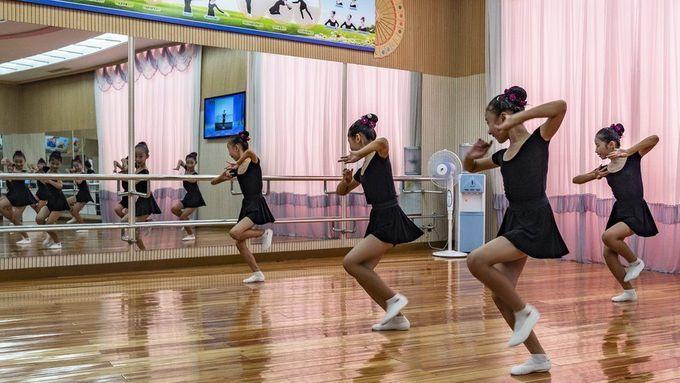 <p> Một lớp học múa tạitrường Mangyongdae ở Bình Nhưỡng.</p>