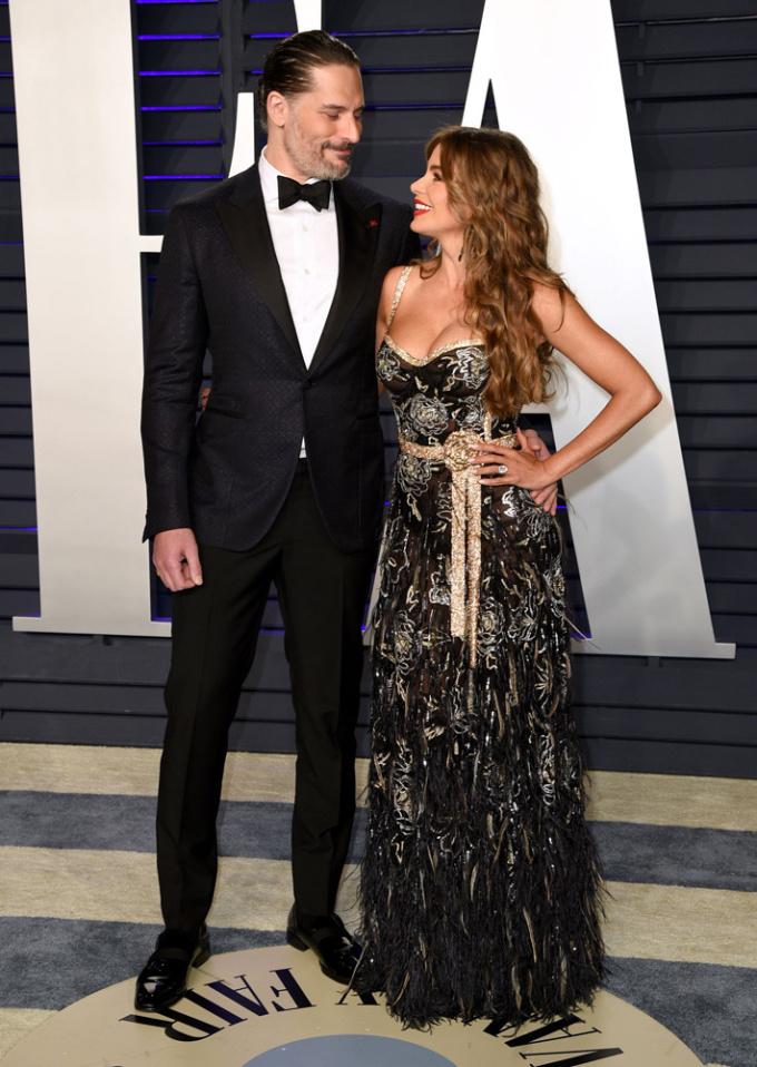 <p> Khoảnh khắc hạnh phúc của cặp đôi Joe Manganiello - Sofia Vergara. Bộ váy cầu kỳ của Sofia Vergara được bình chọn là trang phục ấn tượng nhất sự kiện hậu Oscar năm nay.</p>