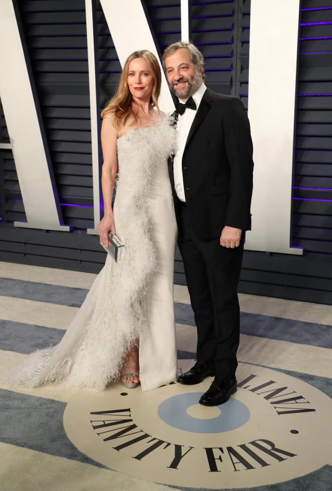 <p> Nữ diễn viên Leslie Mann và chồng - nhà sản xuất Judd Apatow sánh đôi ngọt ngào tại sự kiện.</p>