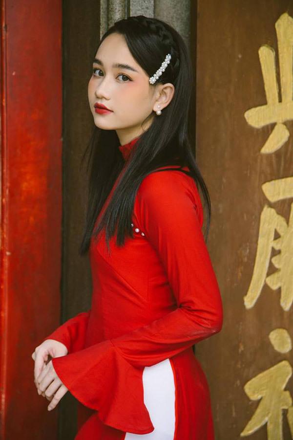 <p> Cô bạn sở hữu vẻ ngoài đậm chất Á Đông. Đạo diễn Victor Vũ chia sẻ, gương mặt đẹp thuần Việt, trong sáng của Trúc Anh được đánh giá dường như sinh ra để vào vai Hà Lan.</p>