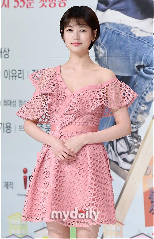 Thiết kế giá hơn 11 triệu đồng còn từng được nhiều ngôi sao như nữ diễn viên Jung So Mi...