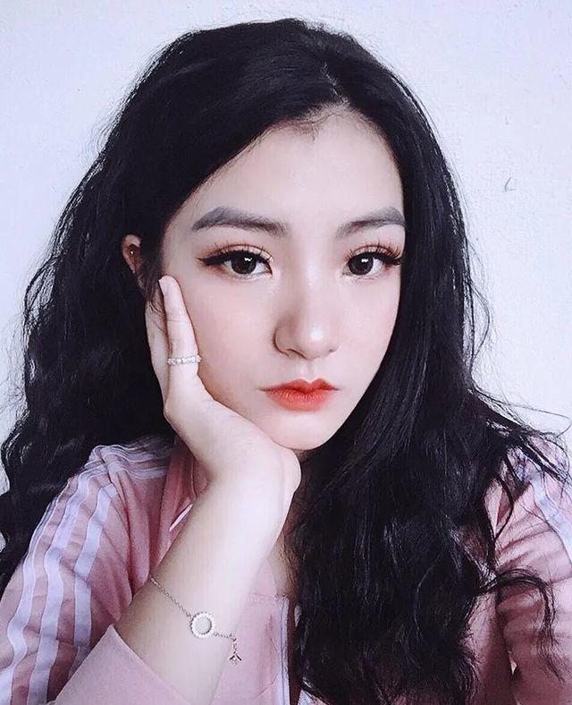 <p> Nữ sinh này tên là Nguyễn Thu Uyên, 19 tuổi, sinh viên chuyên ngành tiếng Trung, Cao đẳng Sư phạm Lạng Sơn.</p>