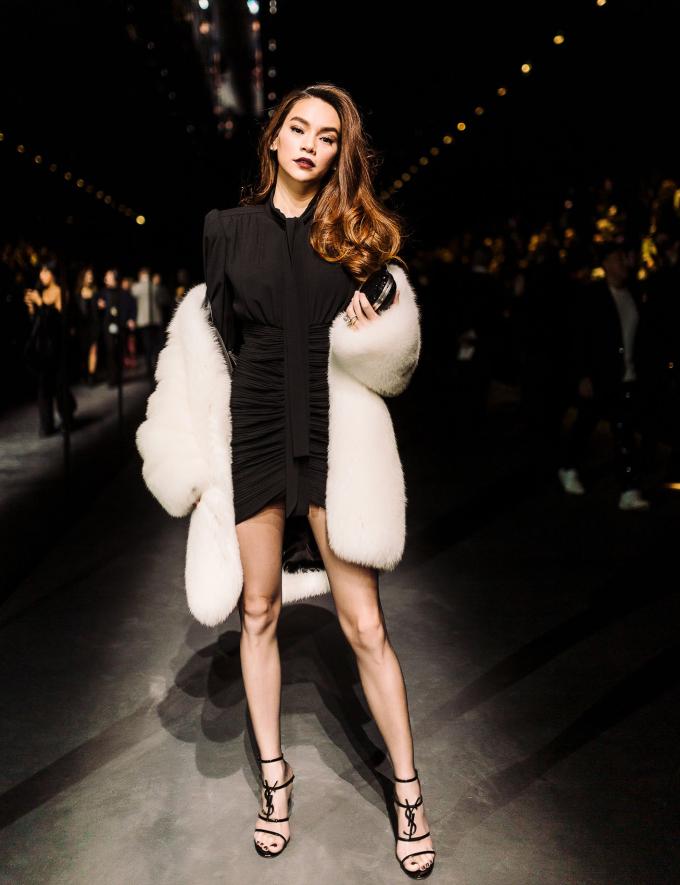 <p> Tối 26/2, Hồ Ngọc Hà tham dự buổi ra mắt bộ sưu tập Thu 2019 của thương hiệu Saint Laurent, thuộc đêm diễn thứ hai của Paris Fashion Week dòng ứng dụng. Ngay từ khi nhận lời mời, nữ ca sĩ đã chuẩn bị kỹ lưỡng về trang phục để xuất hiện ấn tượng trong show.</p>