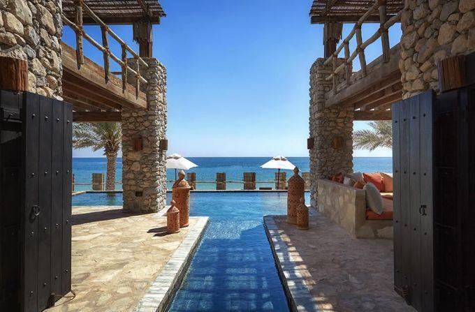 """<p> <strong>Muscat, Oman</strong></p> <p> Một """"viên ngọc giấu mình"""" của Trung Đông, thủ đô của Oman có vẻ đẹp nên thơ. Nơi đây có nhiều khách sạn, resort cao cấp, bảo tàng. Muscat rất chú trọng phát triển đường sá, các công trình hiện đại phục vụ giao thông.</p>"""