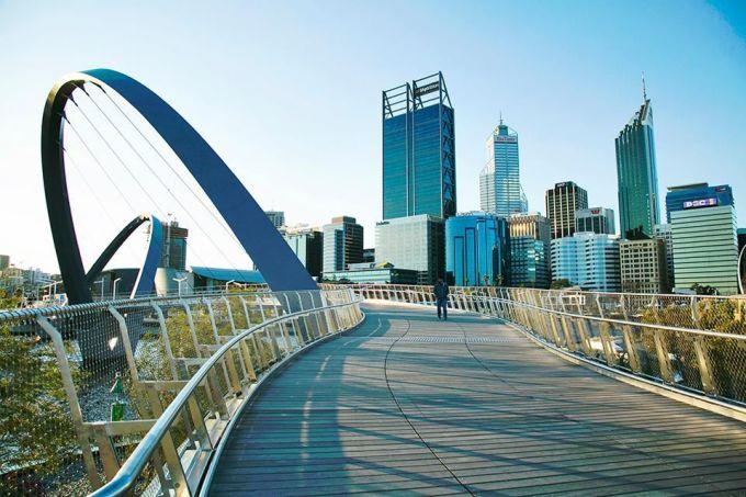<p> <strong>Perth, Australia</strong></p> <p> Những công trình được thực hiện gần đây để phục vụ cho những mục tiêu phát triển của thành phố này. Nơi đây gồm những khu phức hợp đa năng phục vụ nhu cầu văn hóa, giải trí của người dân và du khách. Bạn có thể có cơ hội tham gia những lễ hội ẩm thực hoành tráng kéo dài tới 10 ngày. Những khu resort ở Perth cũng là một điểm cộng lớn.</p>