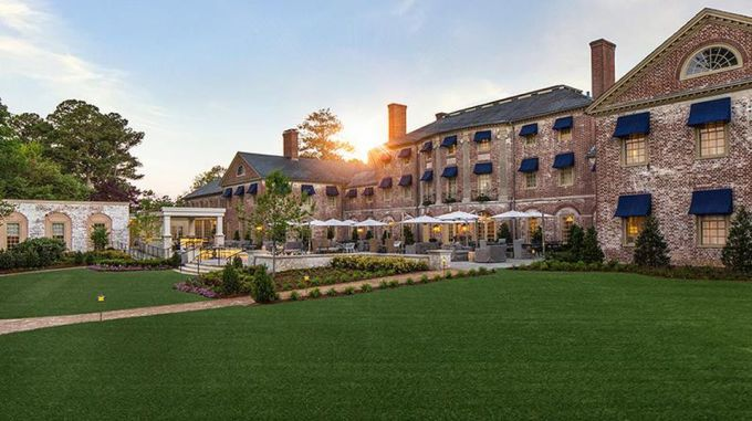 <p> <strong>Williamsburg, Virginia, Mỹ</strong></p> <p> Williamsburg đang dần trở thành điểm đến vui chơi, nghỉ dưỡng thu hút khách nội địa và nước ngoài tại Mỹ. Nơi đây có những công trình vui chơi giải trí quy mô lớn, những nhà hàng khách sạn đẳng cấp.</p>