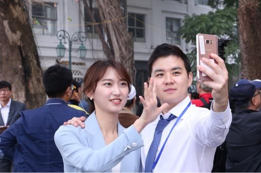 Có thể dễ dàng gặp gỡ các phóng viên nước ngoài tại Hà Nội trong những ngày này