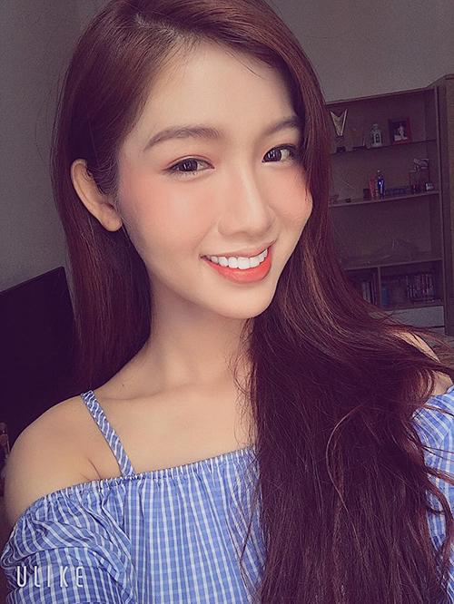 Ở đời thường, Nhật Hà cũng thường xuyên nhận được những lời khen ngợi nhan sắc khi trang điểm nhẹ nhàng, xinh yêu.