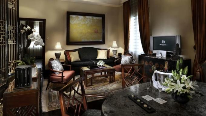 <p> Somerset Maugham Suit được đặt theo tên của một trong những vị khách nổi tiếng của khách sạn - nhà văn Anh Somerset Maugham. Somerset Maugham Suite nằm ở tầng một, có thể nhìn ra vườn khách sạn.</p> <p> </p> <p> </p>