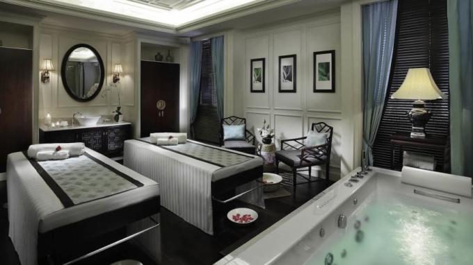 <p> Le Spa du Metropole, hệ thống spa của khách sạn có không gian rộng 400 mét vuông nhìn ra sân vườn và hồ bơi.</p>