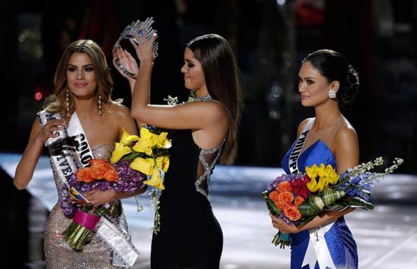 [Caption]Khán giả theo dõi Miss Universe 2015 ắt hẳn vẫn còn nhớ khoảnh khắc người đẹp Colombia bị trao nhầm vương miện hoa hậu. Đó là sự cố tồi tệ nhất lịch sử cuộc thi nhan sắc lớn nhất hành tinh. Sau 3 năm, Ariadna Gutiérrez dường như đã quên chuyện cũ. Cô làm việc chăm chỉ, trở thành cái tên được săn đón của làng giải trí trong nước lẫn quốc tế.