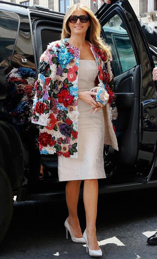 Bộ trang phục của Dolce & Gabbana được Melania diện tại Italy.