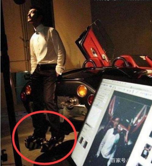 Huỳnh Hiểu Minh nhận mình cao 1,8m nhưng khi chụp hình vẫn phải đi giày độn   thêm hơn 10cm để chân trông dài hơn.