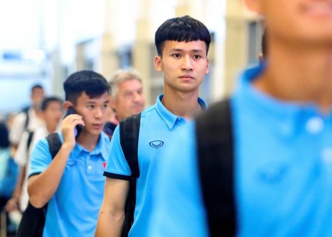 <p> Dương Tùng Lâm sinh năm 1999, sở hữu chiều cao 1,78m. Ở giải U22 Đông Nam Á, Tùng Lâm chưa có cơ hội được ra sân nhiều do phong độ cao của Phan Văn Biểu.</p>