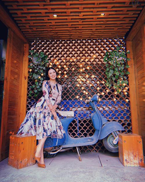 Hoa hậu Ngọc Hân bồng bềnh với váy