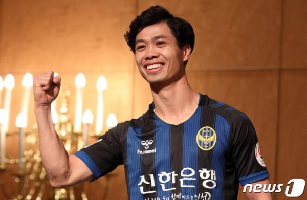 Công Phượng khoác áo Incheon United.