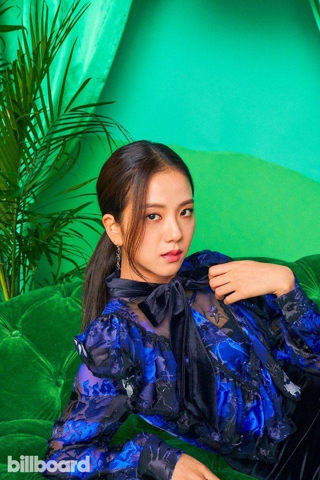 <p> Ji Soo chưa bao giờ gây thất vọng về nhan sắc. Cô nàng trung thành với phong cách ăn mặc nữ tính, điệu đà.</p>