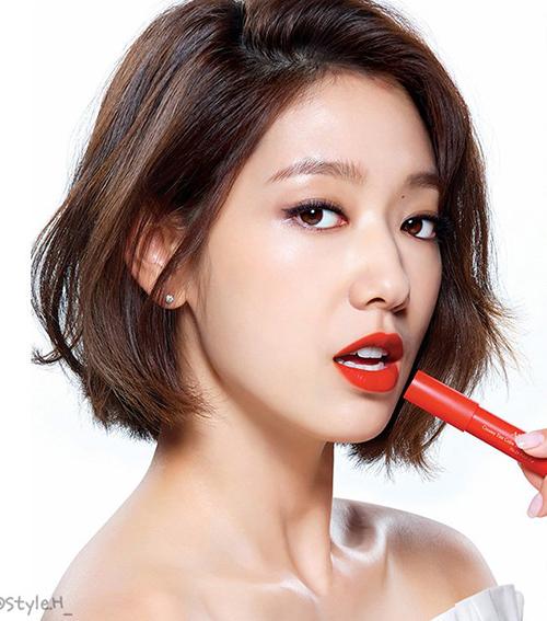 Biểu cảm của Park Shin Hye cũng thay đổi khá đa dạng, từ kiêu sa...