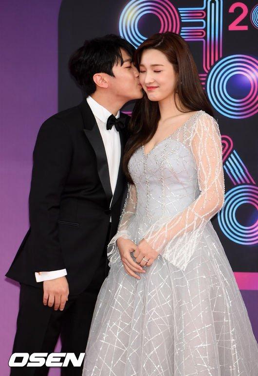 Yul Hee và Min Hwan cưới nhau khi còn rất trẻ.