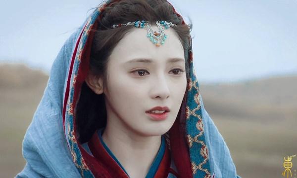 Dù diễn xuất còn nhiều tranh cãi, Bành Tiểu Nhiễm được đông đảo khán giả ủng hộ vì nhan sắc rực rỡ, đôi mắt to và đường nét khuôn mặt sắc sảo. Cô được khen ngợi như Tiểu Phong bước ra từ tiểu thuyết.