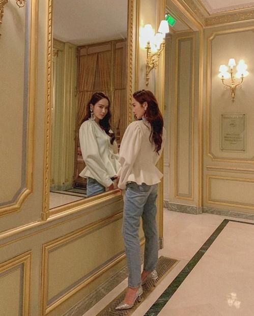 Jessica thể hiện khí chất của công chúa băng giá với ánh mắt sắc lẹm.