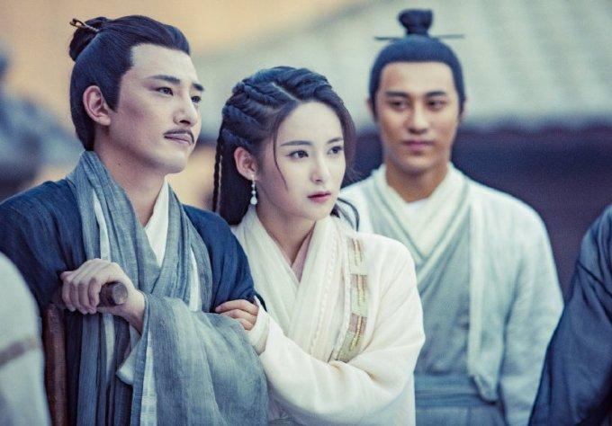 <p> Dương Bất Hối - con gái của Kỷ Hiểu Phù và Dương Tiêu - do nữ diễn viên sinh năm 1998 Tôn An Khả thủ vai. Mới 21 tuổi nhưng Tôn An Khả có dung mạo khá trưởng thành, chín chắn.</p>