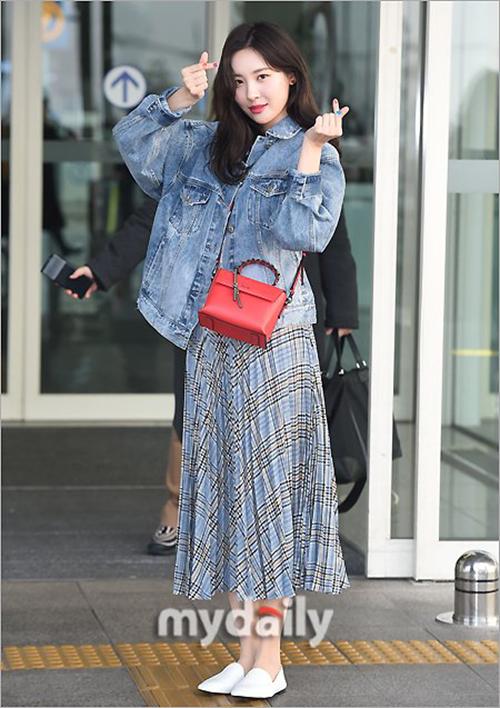 Irene, Jennie lộ khuyết điểm kém duyên ở sân bay - 9