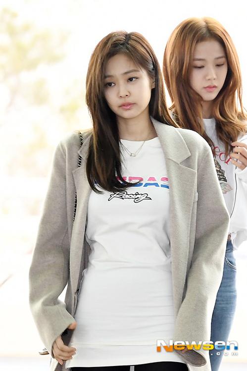 Irene, Jennie lộ khuyết điểm kém duyên ở sân bay