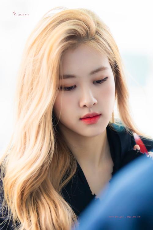 Rosé (Black Pink) - nữ idol mỗi lần thay đổi kiểu tóc là lại khiến fan mất máu - 1