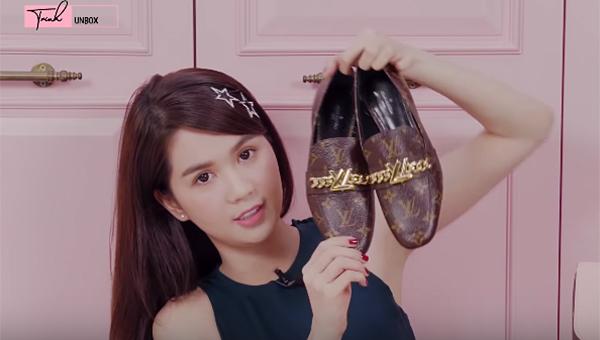 Trong đợt này, Ngọc Trinh cũng sắm thêm gần chục đôi giày mới, giá từ hơn 2 triệu đồng đến gần 30 triệu đồng.