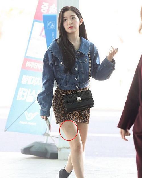 Irene, Jennie lộ khuyết điểm kém duyên ở sân bay - 6