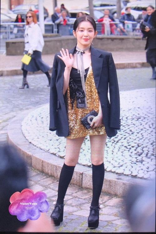 Irene lộ cặp đùi thon, đôi chân nhỏ xíu đáng ghen tỵ khi mặc váy ngắn.
