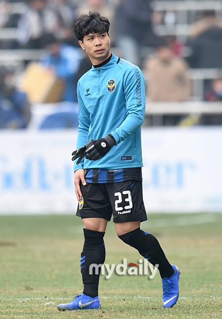 Công Phượng khoác áo số 23 tại Incheon United.