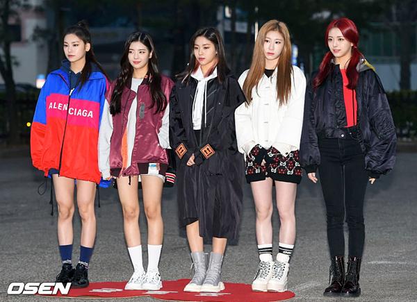ITZY tại trường quay KBS ngày 1/3.