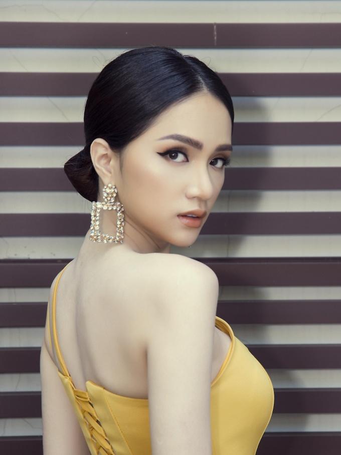 Hương Giang đẹp lấn át giữa dàn cựu Hoa hậu Chuyển giới Quốc tế